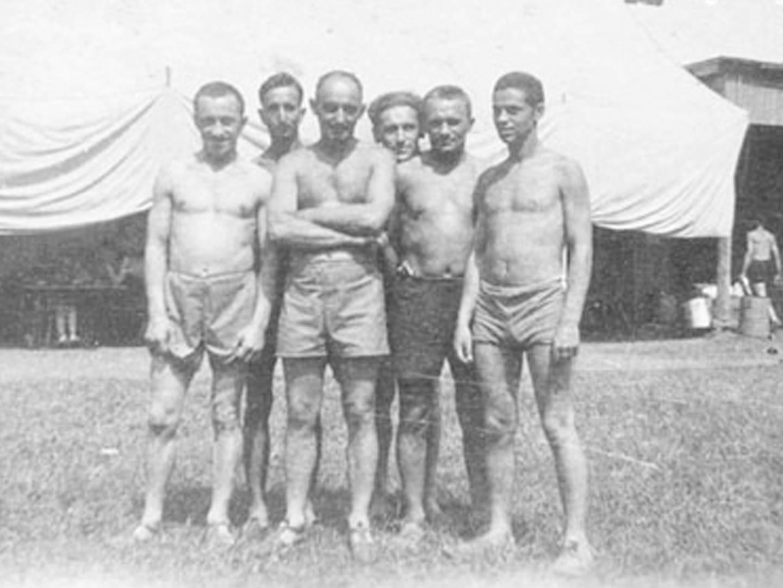 Viktor Nečas als freiwilliger österreichischer Spanienkämpfer im KZ-Lager in Kaufering