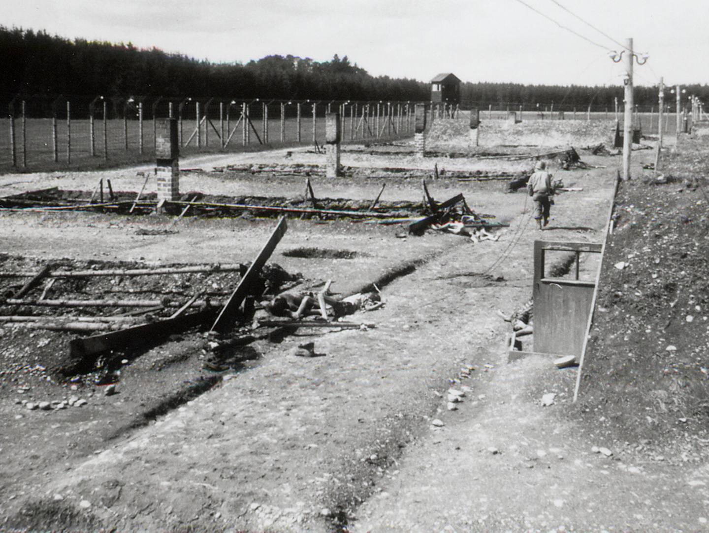 KZ-Lager Kaufering IV nach Brandstiftung durch die SS