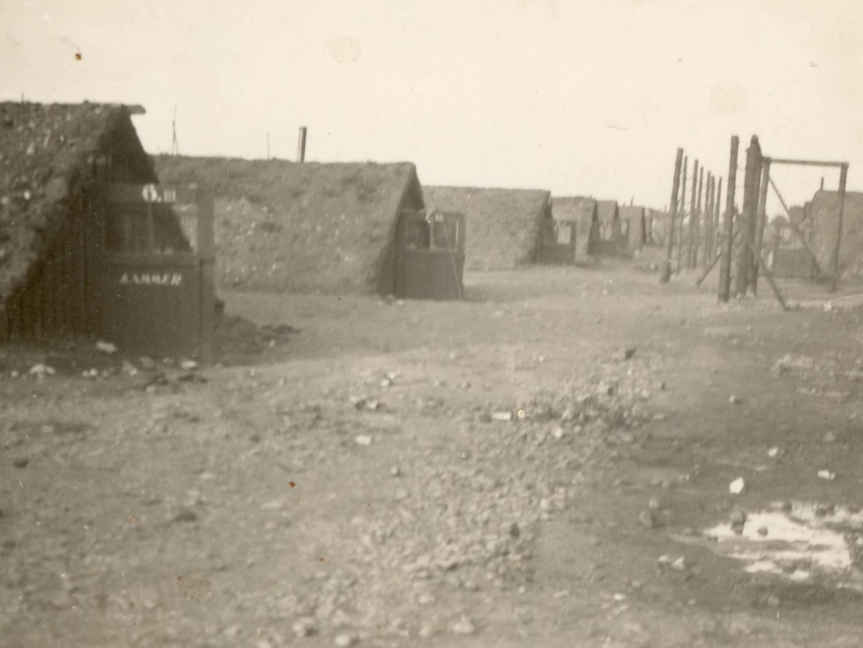 Erdhütten im KZ-Lager Kaufering VI
