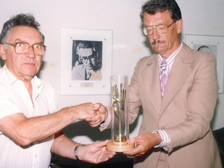 Anton Posset erhielt Yad-Vashem-Leuchter für Engagement zur Aufarbeitung und Erhaltung des Gedenkens an die Zeit des Nationalsozialismus in Landsberg am Lech.
