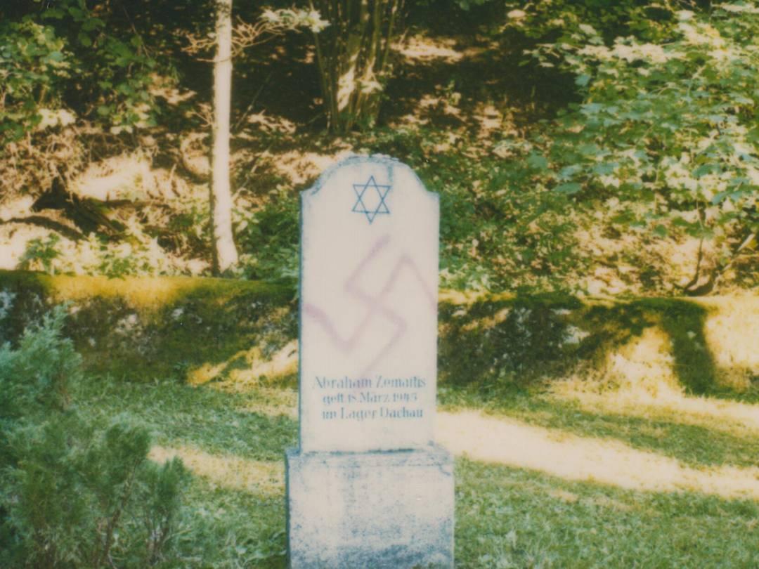 Vandalismus im KZ-Friedhof Stoffersberg.