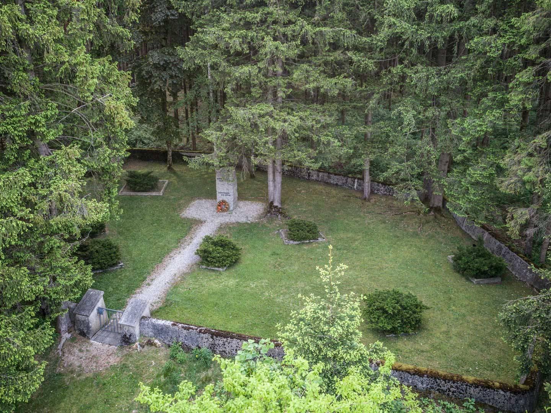 KZ-Friedhof Stoffersberg im Wald.