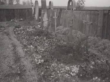KZ-Grabstätte Holzhausen Flüchtlingsfriedhof von 1954.