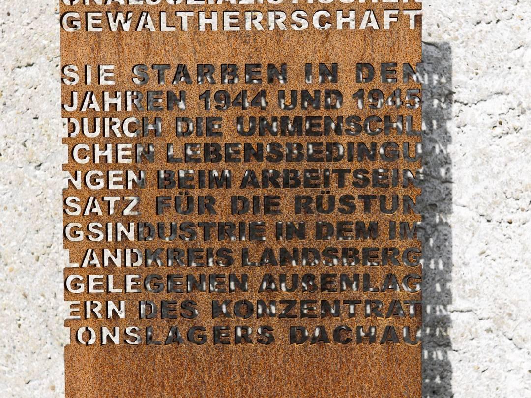 Gedenktafel im KZ-Friedhof Landsberg am Lech.