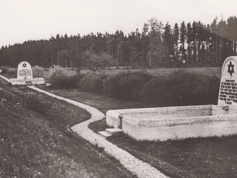 Sammelgrabstätten im KZ-Friedhof Schwabhausen.