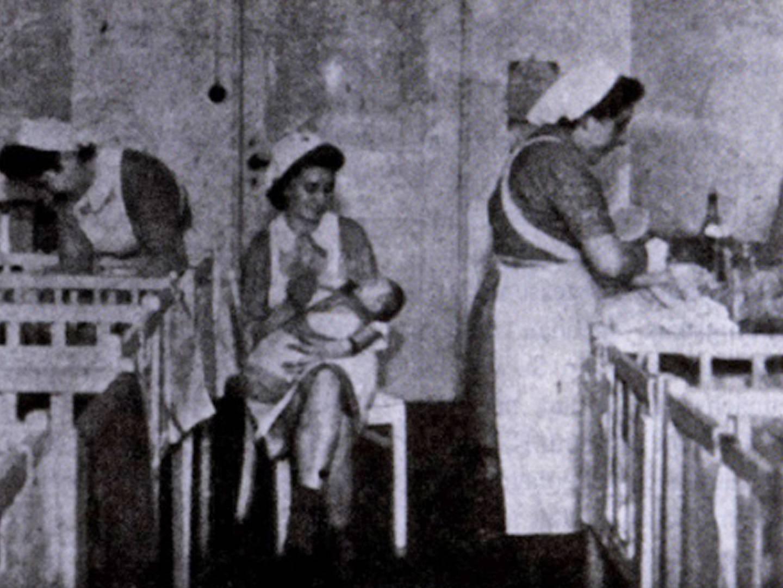 Krankenschwestern kümmern sich um Neugeborene in DP-Camp.