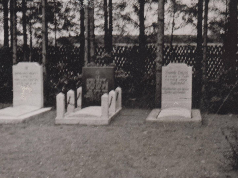 Gräber von jüdischen Gemeindemitgliedern auf dem KZ-Friedhof.