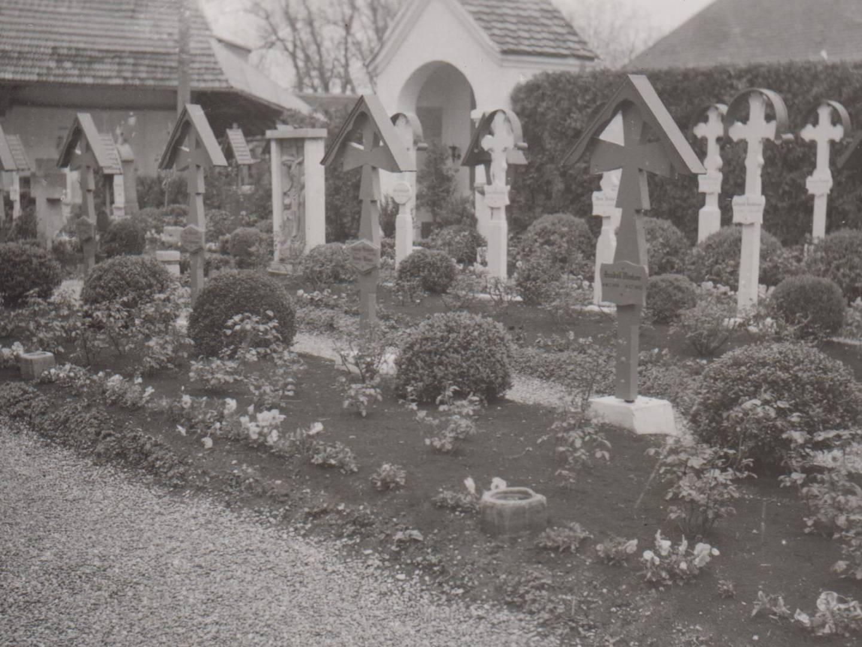 KZ-Grabstätte Holzhausen Dorffriedhof von 1954.