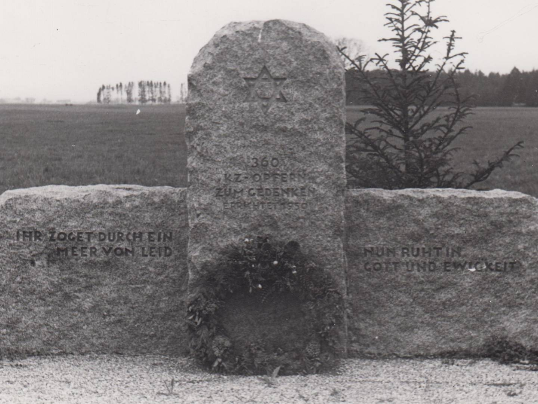 Zentrales Denkmal auf dem KZ-Friedhof Hurlach.