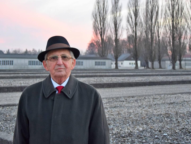 Abba Naor an der KZ-Gedenkstätte Dachau 2017.