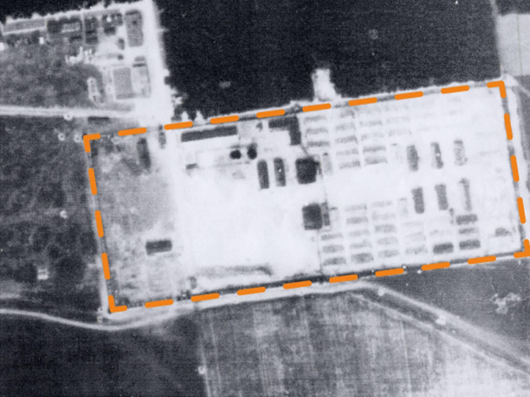 Luftbildaufnahme des ehemaligen Geländes des KZ-Lagers Kaufering XI von 1945.