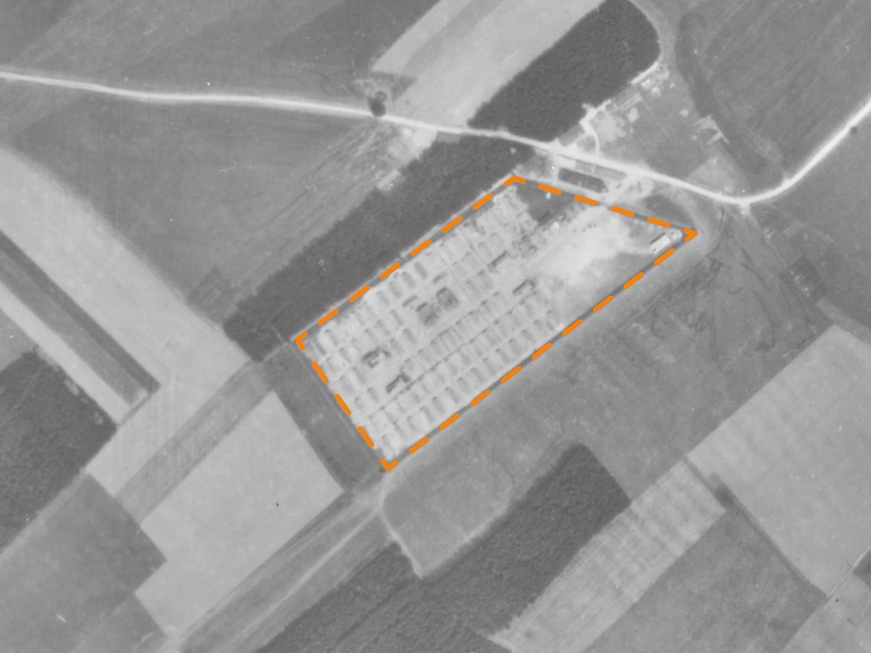 Luftbildaufnahme des Kranken- und Sterbelagers Kaufering IV.