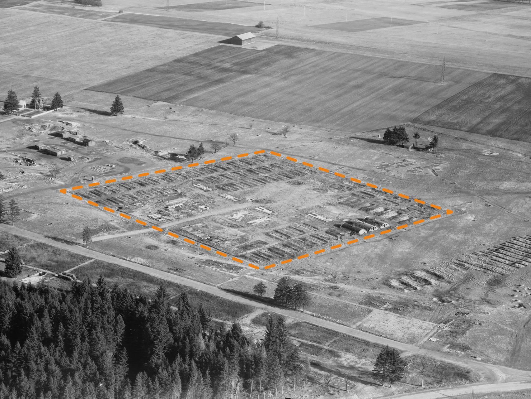 Luftbildaufnahme des KZ-Lagers Kaufering I nach der Befreiung.