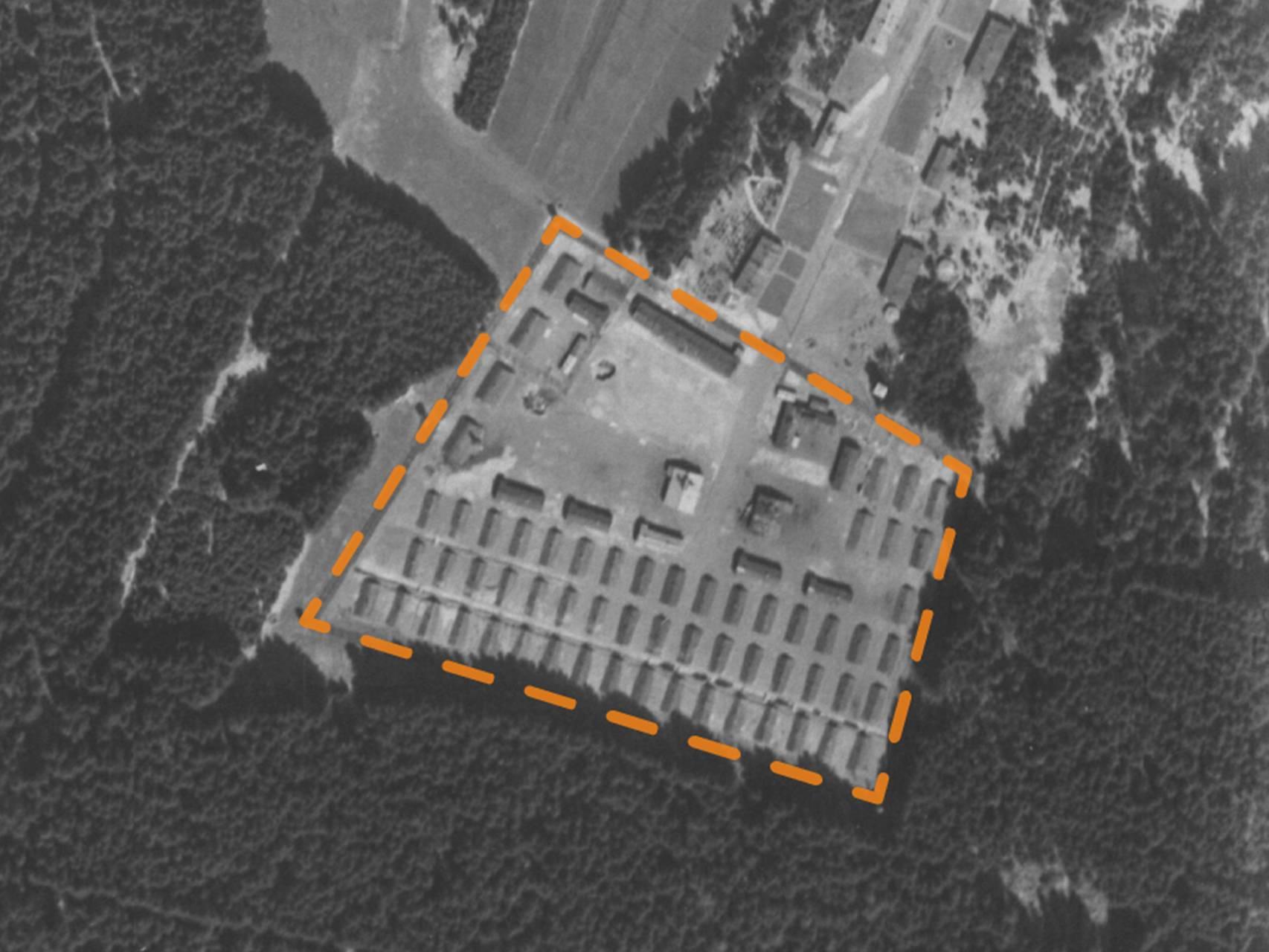 Luftbildaufnahme des KZ-Außenlagers Kaufering VII von 1945.