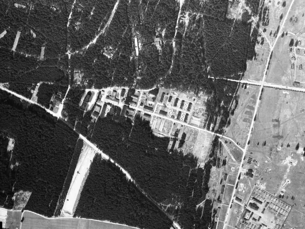 Luftaufnahme der Fabrik der Dynamit Aktien Gesellschaft (DAG) im Frauenwald nordwestlich vom KZ-Außenlager Kaufering I.
