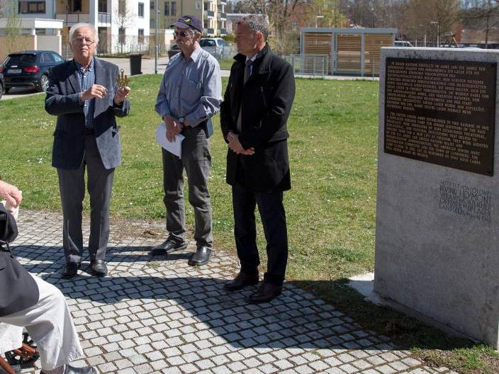 Landsbergs ehemaliger und damaliger Oberbürgermeister gedenken den Displaced Persons.